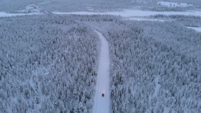 autofahren in lappland im winter - sweden stock-videos und b-roll-filmmaterial