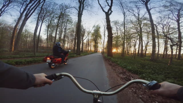 vídeos y material grabado en eventos de stock de pov bicicleta un camino urbano ciudad general - oresund escandinavia