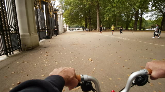 riding bicycle around buckingham palace - international landmark stock videos & royalty-free footage