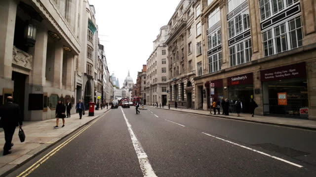 stockvideo's en b-roll-footage met fietsten in londen fleet street - stadsweg