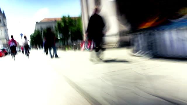 vídeos de stock e filmes b-roll de perspetiva pessoal equitação bicicletas na cidade - time lapse de movimento rápido