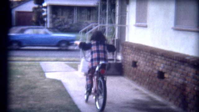 vídeos y material grabado en eventos de stock de riding bike 1960 - bicicleta vintage