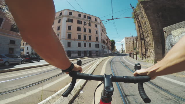 pov riding: commuter with road racing bicycle in the city - racing bicycle stock videos and b-roll footage