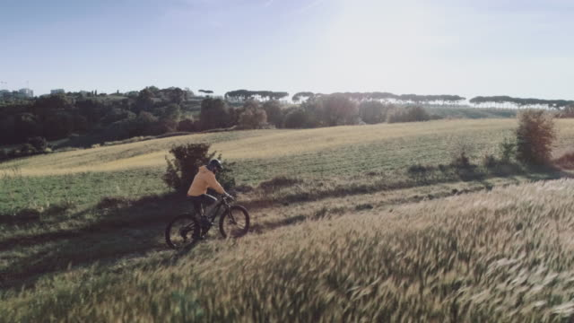 riding mountainbike bicycle: drone aerial view - dirt road stock videos and b-roll footage