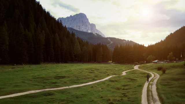 riding mountainbike bicycle on dolomites: drone aerial view - sentiero video stock e b–roll