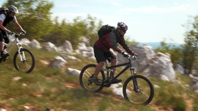 hd crane: riding mtb on the ridge trail - mountain bike stock videos & royalty-free footage