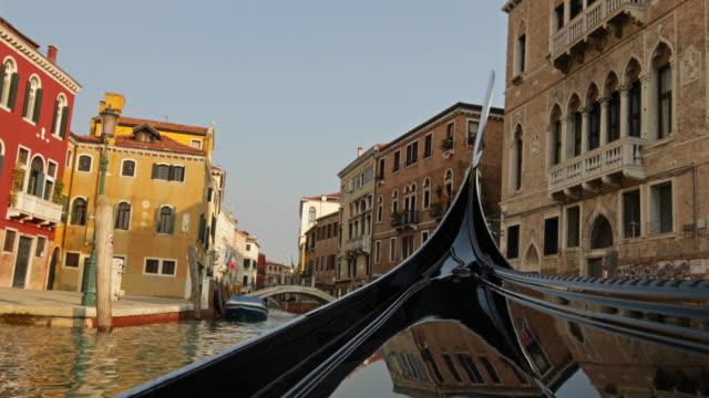 イタリア ・ ベネチアでゴンドラに乗ってください。