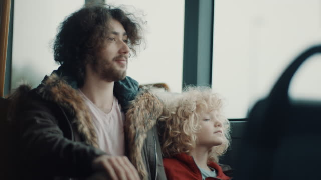 rida på bussen! - spårvagn bildbanksvideor och videomaterial från bakom kulisserna