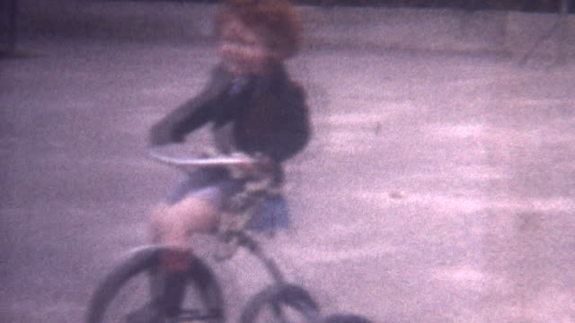 riding trycicle 1949 - nostalgie stock-videos und b-roll-filmmaterial