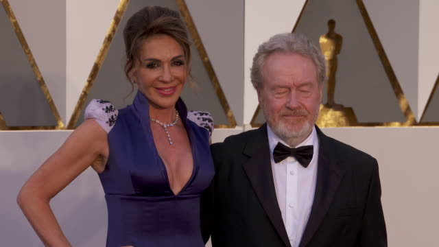 ridley scott at 88th annual academy awards - arrivals at hollywood & highland center on february 28, 2016 in hollywood, california. 4k available -... - リドリー・スコット点の映像素材/bロール