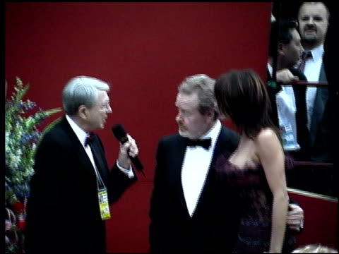 ridley scott at the 2002 academy awards arrivals at the kodak theatre in hollywood, california on march 24, 2002. - リドリー・スコット点の映像素材/bロール