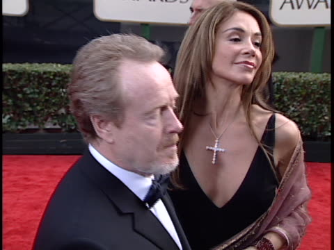 ridley scott at the golden globes 2001 at beverly hilton hotel beverly hills in beverly hills ca - the beverly hilton hotel stock-videos und b-roll-filmmaterial