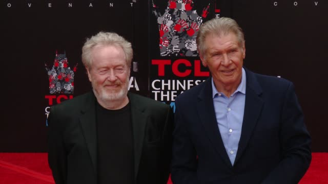 ridley scott, harrison ford at sir ridley scott hand and footprint ceremony in los angeles, ca 5/17/17 - リドリー・スコット点の映像素材/bロール