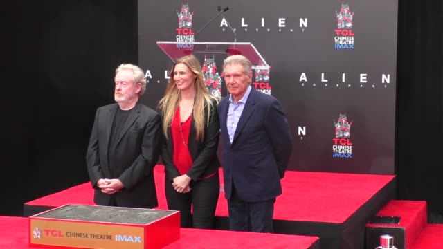 ridley scott & harrison ford at the sir ridley scott puts handprints-footprints in cement at tcl chinese theatre at tcl chinese theatre imax on may... - リドリー・スコット点の映像素材/bロール