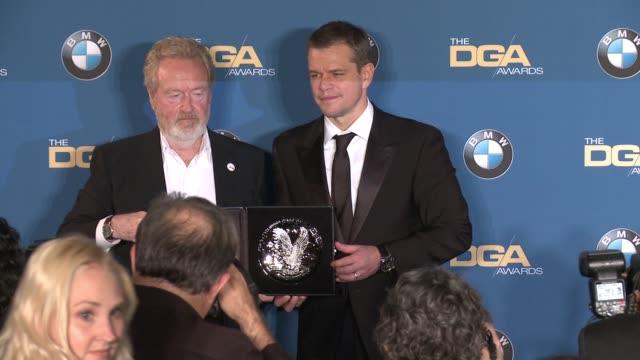 ridley scott, matt damon at 68th annual directors guild of america awards in los angeles, ca 2/6/16 - リドリー・スコット点の映像素材/bロール
