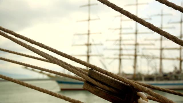 montage einer alten segeln schiff - schiffsmast stock-videos und b-roll-filmmaterial