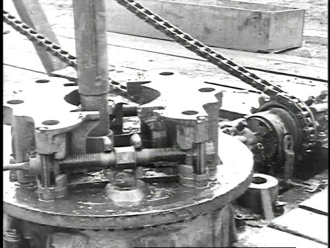 1923 b/w rigging up pitcher pump / united states - 1923 stock-videos und b-roll-filmmaterial