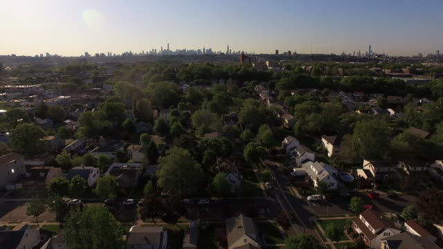 Right panning view of residential neighborhood in NJ with New York City skyline in the distance