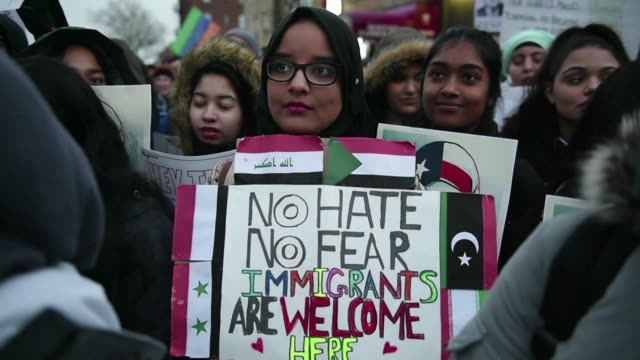 vídeos y material grabado en eventos de stock de us rights groups blast the new openended version of president donald trump's travel restrictions as a masked muslim ban and pledge to keep fighting... - fighting men: keep it clean