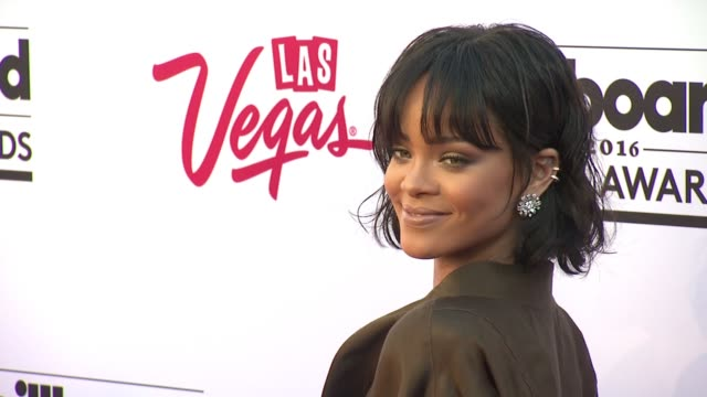 vidéos et rushes de rihanna at 2016 billboard music awards arrivals at tmobile arena on may 22 2016 in las vegas nevada - billboard music awards