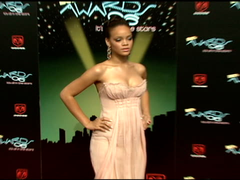 stockvideo's en b-roll-footage met rihanna at the 2006 bet awards arrivals at the shrine auditorium in los angeles california on june 27 2006 - 2006