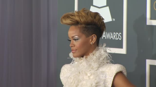 stockvideo's en b-roll-footage met rihanna at the 52nd annual grammy awards arrivals part 2 at los angeles ca - grammy awards