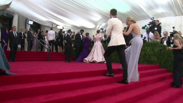 vídeos y material grabado en eventos de stock de rihanna beyonce johnny depp and bradley cooper are among the a listers hitting the red carpet for the annual met gala - 2014