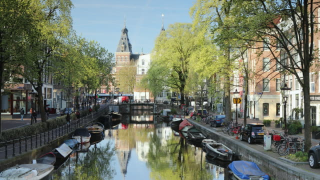 stockvideo's en b-roll-footage met rijksmuseum and spiegelgracht canal, amsterdam, netherlands, europe - nederland