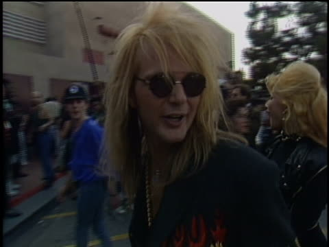 stockvideo's en b-roll-footage met rikki rockett and members of poison arrive to the 1991 mtv video music awards - 1991