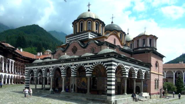 vídeos de stock, filmes e b-roll de mosteiro de rila-bulgária - bulgária