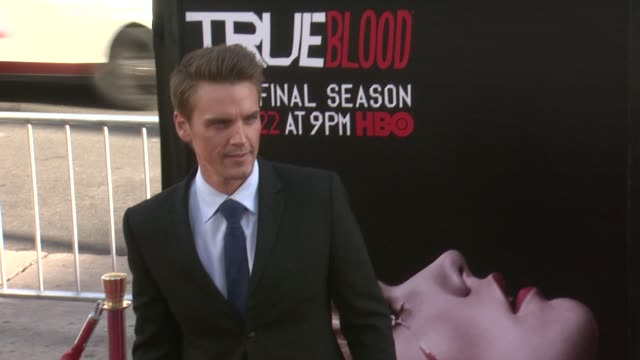 vídeos y material grabado en eventos de stock de riley smith at true blood seventh and final season premiere at tcl chinese 6 theatres on june 17 2014 in hollywood california - mann theaters