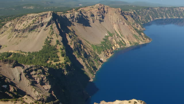 ws aerial rim of crater showing shore and crater wall at crater lake / oregon, united states - crater lake oregon stock videos & royalty-free footage