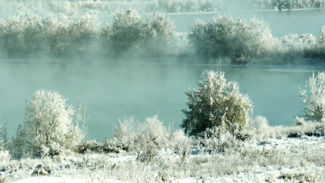vidéos et rushes de rime ice and steam fog over lake - pince à papier