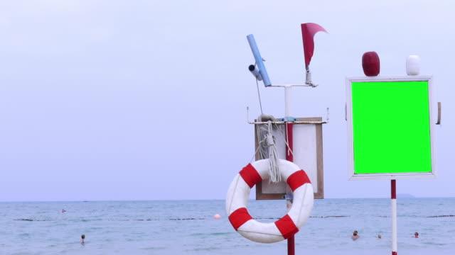 stockvideo's en b-roll-footage met ring beach - reddingsvest