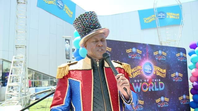 ringmaster johnathan lee iverson welcomes the crowd and introduce the event at ringling bros presents out of this world / north american debut... - ringmaster stock videos & royalty-free footage