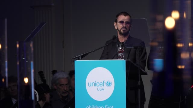 speech ringo starr honors george harrison and talks about the importance of the concert for bangladesh at the14th annual unicef snowflake ball 2018... - ringo starr bildbanksvideor och videomaterial från bakom kulisserna