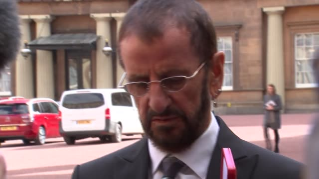 ringo starr photocall and interview at buckingham palace on receiving his knighthood england london buckingham palace ext ringo starr along at palace... - ringo starr stock videos & royalty-free footage