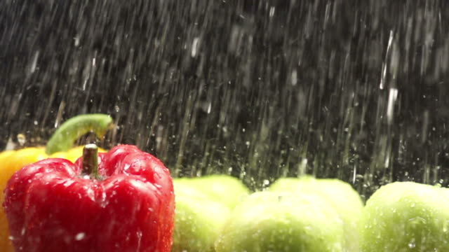 Rinsing Bell Pepper : HD Slow motion