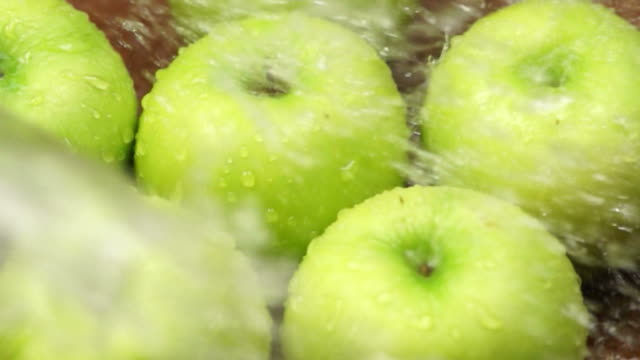 Rinsing Green Apples : HD Slow motion