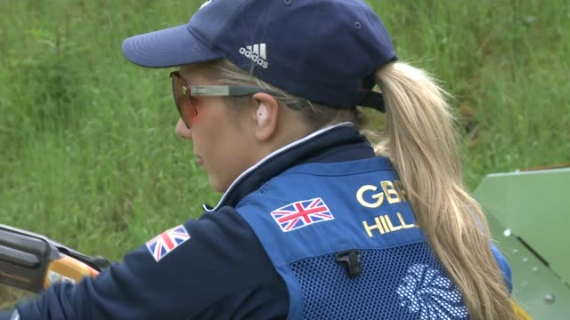 vidéos et rushes de rio 2016 olympics amber hill preparations england ext various of amber hill shooting on rifle range during treaining for rio olympics/ amber hill... - fusil