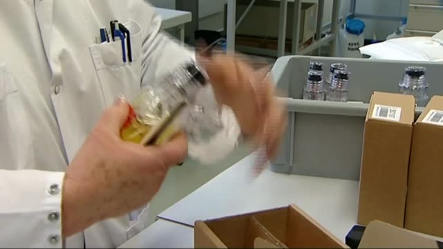 russia to make legal challenge to ban t16071332 / switzerland lausanne laboratory used to test blood samples for evidence of doping test tube... - ドーピング点の映像素材/bロール
