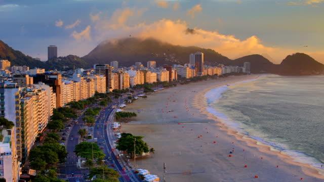 リオ ・ デ ・ ジャネイロ, ブラジル: コパカバーナ: 夜に日 - レブロン点の映像素材/bロール