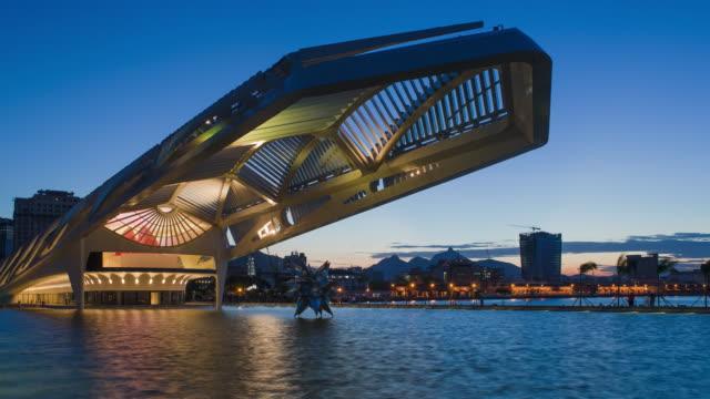 vídeos de stock, filmes e b-roll de rio de janeiro, brazil, museum of tomorrow (tomorrow museum) - 4k time lapse - museum