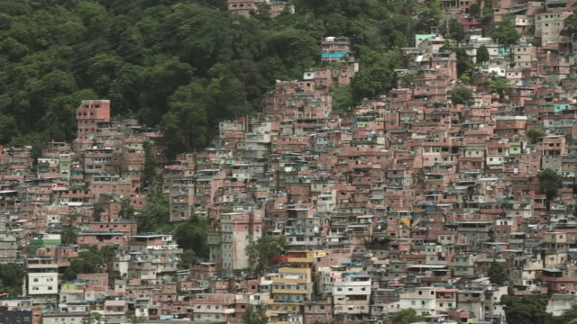 vídeos de stock, filmes e b-roll de rio de janeiro 'rocinha' slum community landscape houses - autoridade