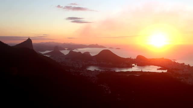 vidéos et rushes de timelapse lever du soleil à rio de janeiro - corcovado