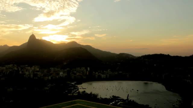 vidéos et rushes de de rio de janeiro au coucher du soleil timelapse - corcovado