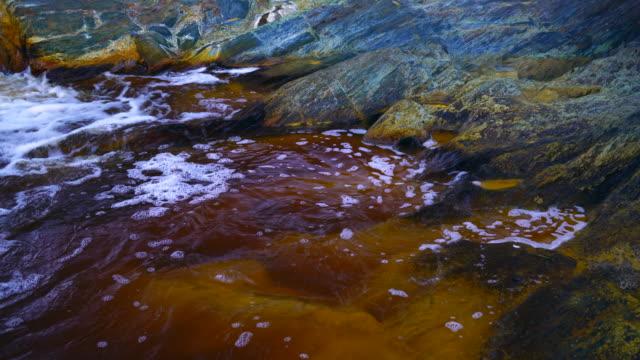 rio tinto, red river, sierra morena, huelva, andalucia, spain, europe - fluss red river stock-videos und b-roll-filmmaterial