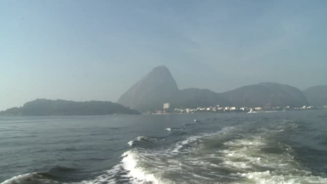 vídeos de stock, filmes e b-roll de rios state government gave a ride around the famous but polluted guanabara bay on thursday which they are planning to clean up ahead of an olympic... - baía de guanabara