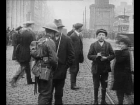 riot in streets of dublin / soldiers on their bellies pointing bayoneted rifles in dublin street / soldiers civilians people running in dublin... - アイルランド共和国点の映像素材/bロール