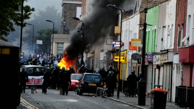 riot police faced off with youths in fresh violence in london on august 8 in the third day of disorder after some of the worst rioting in the british... - greater london stock videos & royalty-free footage